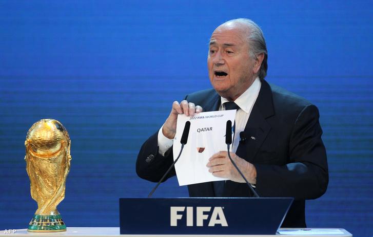 Joseph Blatter a FIFA elnöke 2010. december 2-án, Zürichben bejelenti hogy a 2022-es világkupa helyszíne Katar lesz