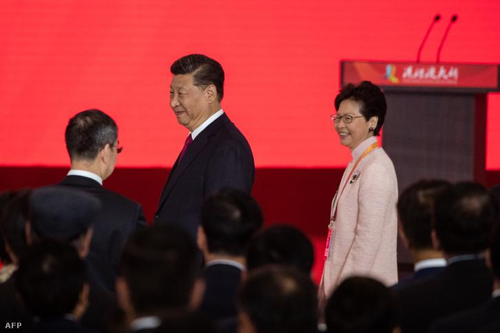 Hszi Csin-ping kínai elnök és Carrie Lam Hongkong kormányzója 2018 októberében