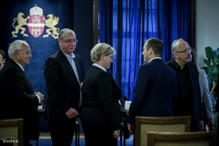 Dr. László Imre, Gyurcsány Ferenc, Németh Angéla és Niedermüller Péter érkeznek a Fővárosi Közgyűlés alakuló ülésére a Városházára 2019. november 5-én