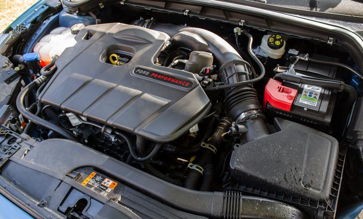 280 lóerős benzines Ecoboost. Van dízel ST is a kínálatban, a 190 lóerős kétliteres EcoBlue