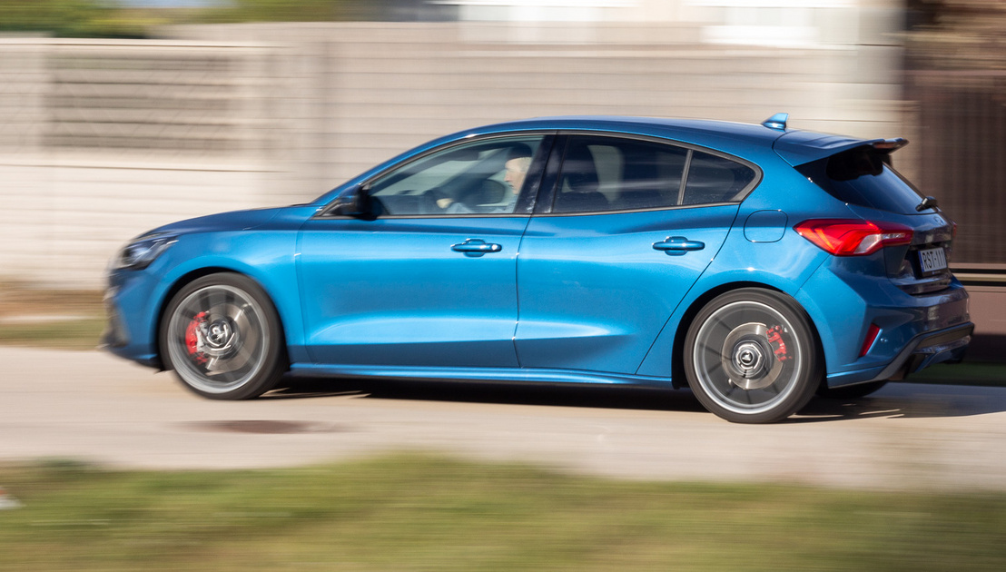 """Úgy nézd a fényezést, hogy ez a """"Ford Performance Blue"""" egy négyszázezer forintos extra rajta"""