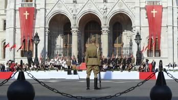 Elvinné Budapestről az augusztus 20-ai megemlékezéseket a székesfehérvári fideszes polgármester