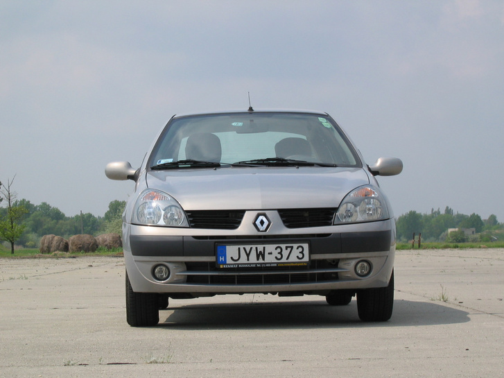 Barátságos Clio-arc...
