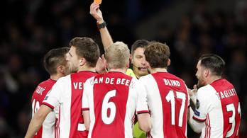 Futballtörténelem: két piros egy támadáson belül