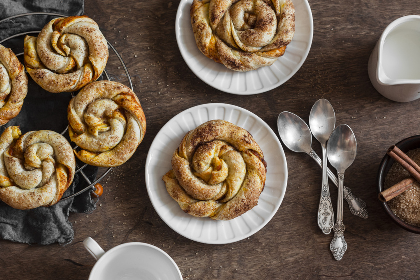 Sütőtökös, fahéjas tekercsek leveles tésztából: álomszép és finom sütemény