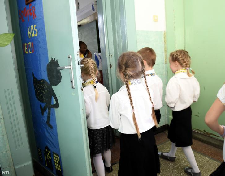 Elsősök a Kispesti Pannónia Általános Iskola tanévnyitó ünnepségén 2019. szeptember 2-án.