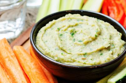 Selymes fehér babos, padlizsános krém: kenyérre kenve és zöldségek mellé is szuper