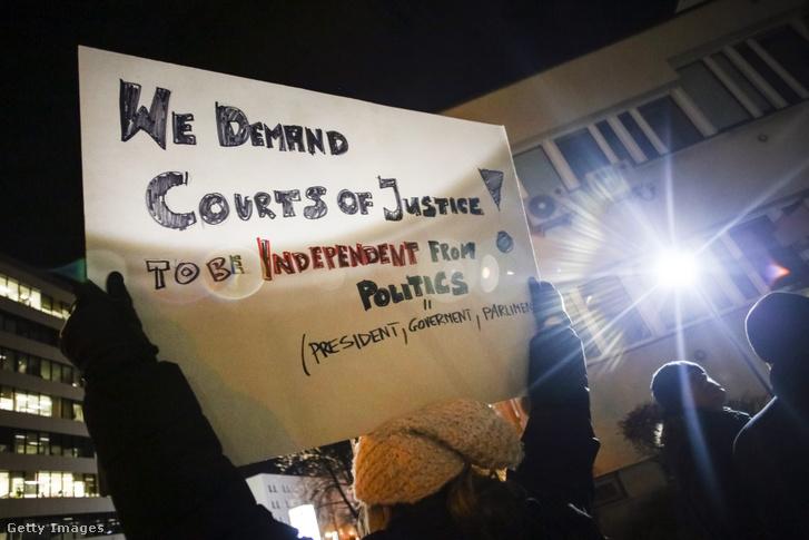 Tüntetés az igazságügyi reform ellen Krakkóban 2017. december 14-én