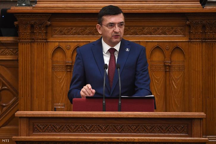 Domokos László, az Állami Számvevőszék (ÁSZ) elnöke az Országgyűlés mai plenáris ülésén