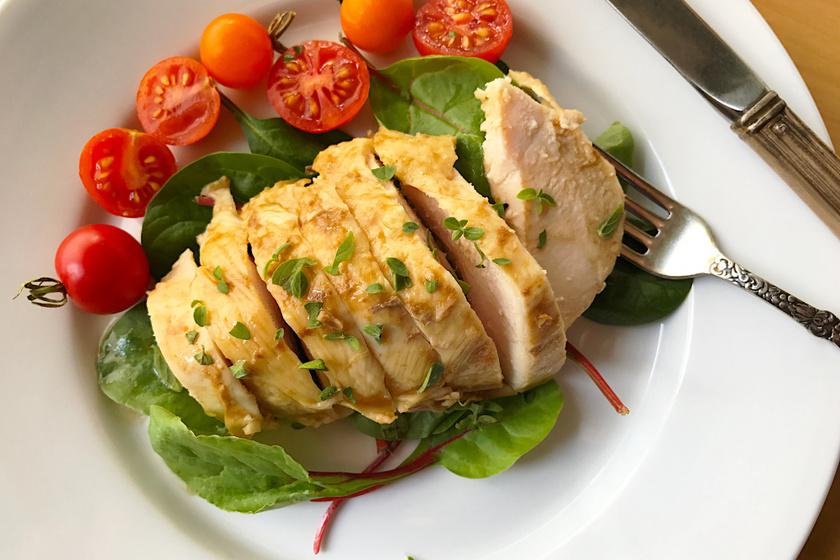 Omlós, szaftos oregánós csirkemell: serpenyőben és sütőben is megsütheted