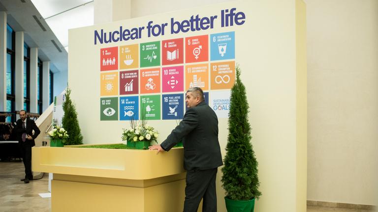 Pécsre hozta a Roszatom az atomenergiáért aggódókat