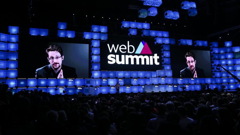 A startupok jövője: repülő autók, kriptomacskák, világvége Snowdennel
