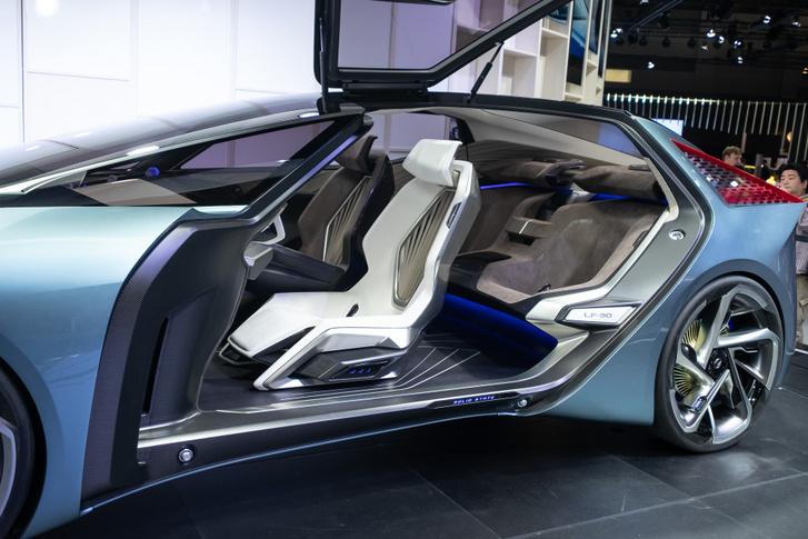 Ahogy illik egy luxusautó-prototípusnál: négy, különálló ülés