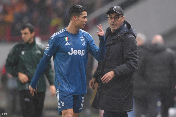 Sarri arcából ítélve Ronaldo nem épp hálálkodott, hogy nem kell tovább áznia a szakadó esőben
