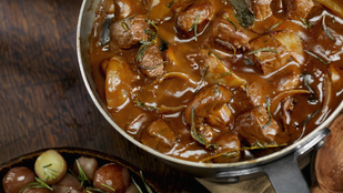 Pöri angolul, barna sörrel: marhahúsos stew