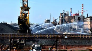 Mindenki ellen sztrájkolnak a bajban lévő olasz acélmunkások