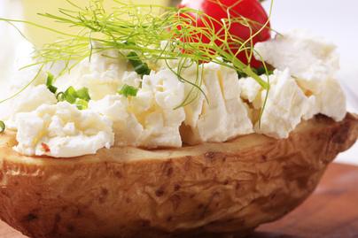 Illatozó, héjában főtt krumpli kecskesajttal - Őszi, bekuckózós finomság