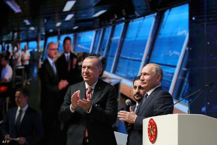 Turkish President Tayyip Erdogan and his Russian counterpart Vladimir Putin attend a ceremony marking the completion of the undersea section of the TurkStream gas pipeline in Istanbul on 19 November 2018.