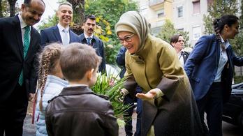 Erdoğan felesége egy kispesti óvodának vitt pénzt
