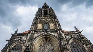 Fél évszázadon át megkínzott szektavezérek lógtak a münsteri templom ketreceiben