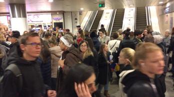 Üvöltve terelték vissza az embereket a metróba a Batthyány téren