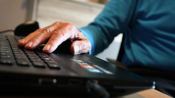 A diákok empátiát, a nyugdíjasok netezni tanulnak a másiktól
