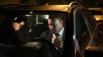 Menekült az újságírók elől a kokain- és korrupciógyanúba keveredett Lackner Csaba
