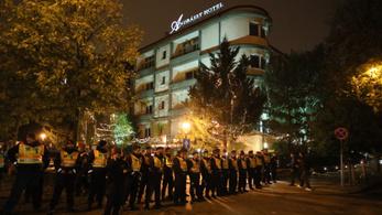 Órákra beállt Budapest Erdogan látogatása miatt, tüntetés, lezárások is voltak