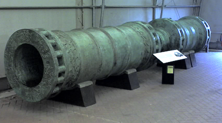 A Bazilikáról nem található fotó, mivel még Konstantinápoly ostroma során elpusztult. A képen egy másik legendás oszmán ágyú, a Dardanellák ágyúja látható, amelyet 1464-ben öntöttek, 5,18 méter hosszú, és a mai napig fennmaradt.