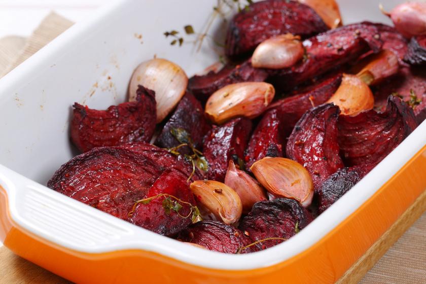 Sütőben sült, zöldfűszeres cékla: édeskés és krémes köret
