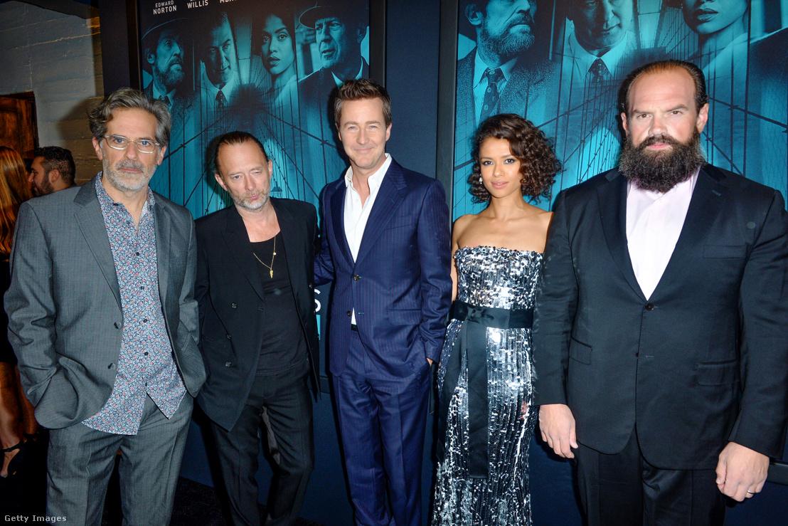 Balról-jobbra: Jonathan Lethem, Thom Yorke, Edward Norton, Gugu Mbatha-Raw és Ethan Suplee érkeznek az Árva Brooklyn premierjére Los Angelesben 2019. október 28-án