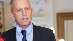 Schobert Norbi szerint veszélyes a liberális nevelés, mivel kiszolgáltatja a gyerekeket a drog - és a szeximaffiának