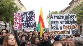 Késsel fenyegette az Erdoğan ellen tüntetőket egy budapesti férfi