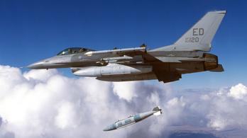Amerikai vadászbombázó leejtett egy gyakorlóbombát egy japán iskola mellett