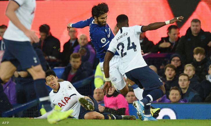 Szon, Gomes és Aurier ütközése az Everton–Tottenham-meccsen