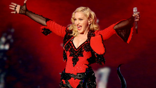 Madonna rendkívül kínos mellmasszázzsal igyekszik szórakoztatni követőit