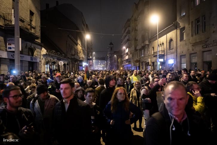 A lezárás miatt a Margit körúton ragadt tömeg