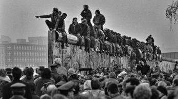 Szóltak, hogy Berlinben elkezdték lebontani a falat, induljak!
