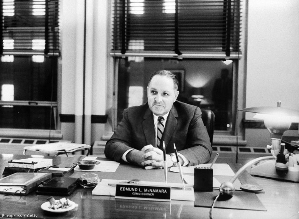 A bostoni polgármester megparancsolta Edmund L. McNamara rendőrparancsnoknak, hogy vessen véget a gyilkosságsorozatnak.