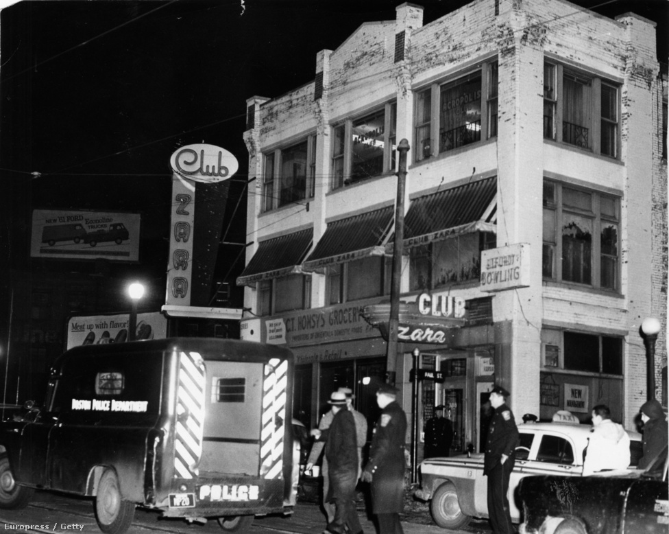 A rendőrség hatalmas erőket mozgatott meg a fojtogató kézre kerítése érdekében. A zűrös bostoni éjszakai életben amúgy sem voltak ritkák a képen láthatóhoz hasonló rendőrségi razziák. Itt éppen illegális szerencsejátékosokra csaptak le a Tremont utcában a rendőrök, 21 embert tartóztatva le. A fojtogató azonban nem került a hálójukba.
