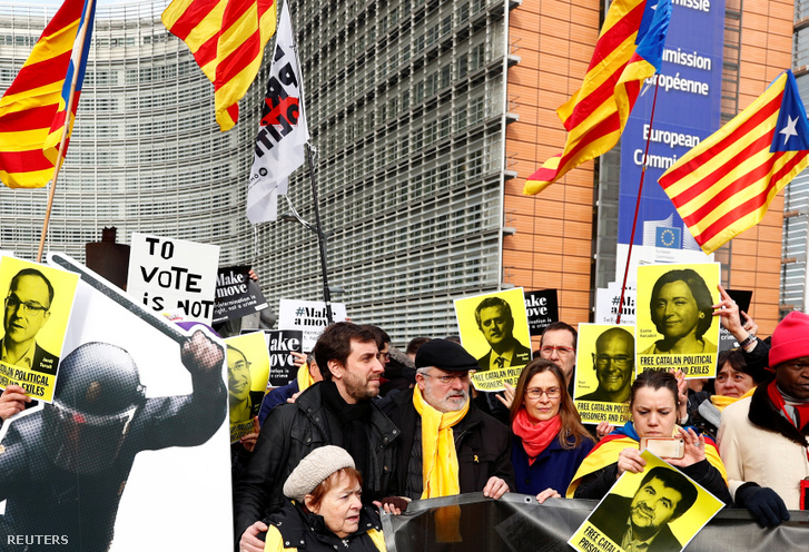 Toni Comín és Lluís Puig katalán függetlenségi politikusok Brüsszelben