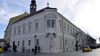 Saját alapítványától vette meg az MNB a régi budai városházát