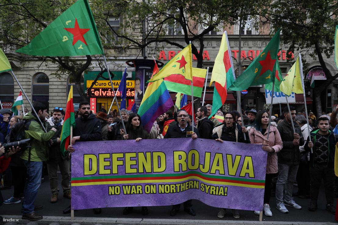 Recep Tayyip Erdoğan budapesti látogatása és a kurdok elleni támadások ellen összegyűlt tüntetők 2019. október 7-én Budapesten.