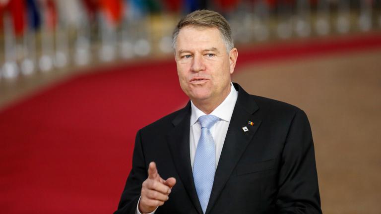 A korrupció elleni küzdelmet, normális Romániát ígérő elnök újrázhat