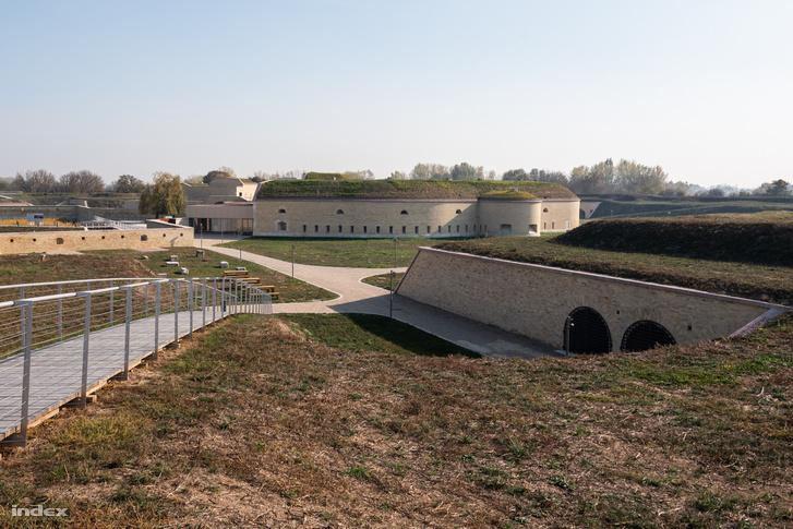 Az erődrendszer második világháborúban bombatalálatot kapott bástyáját helyreállították, most kilátópontként funkcionál.