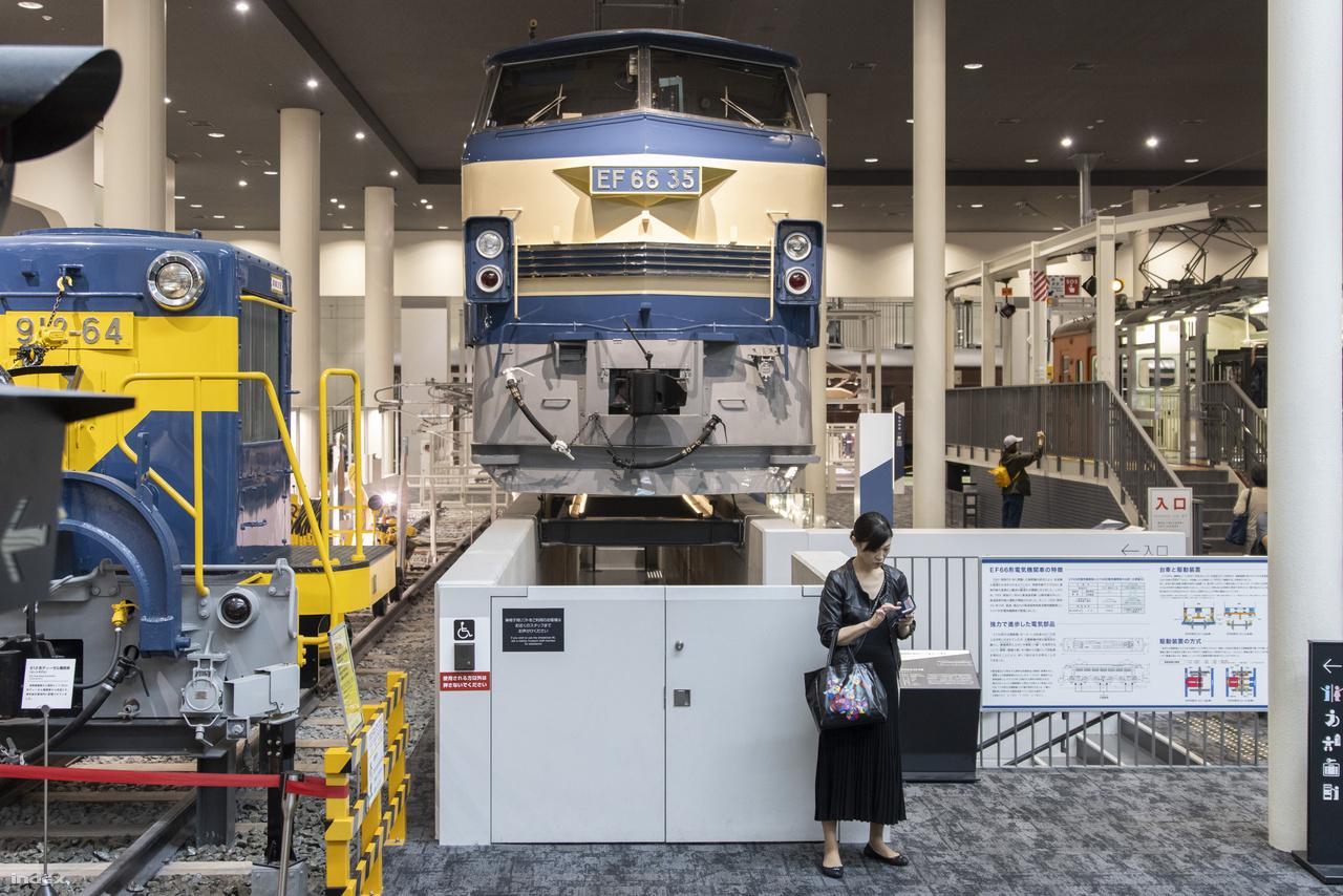 1968: az EF66 Type No. 35 villanymozdonyt nagy – 110 km/órás –  sebességű  tehervonatok vontatására tervezték.