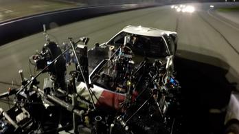 Itt egy tök jó háttérvideó a Ford v Ferrari készítéséről