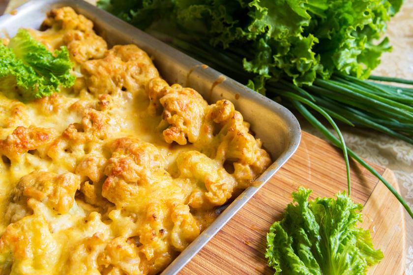 Karfiolfalatok ropogós bundában, sajttal összesütve: sokkal finomabb, mint rántva