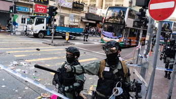 Válságos állapotban szállították kórházba a lelőtt hongkongi tüntetőt