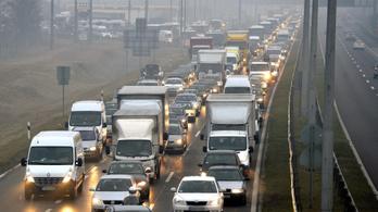 Sokan autóznak Budapestre, zsúfoltság van a bevezető utakon